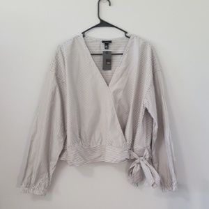 NWT Mossimo Gray and White Long Sleeve Wrap Top